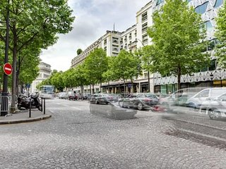 EXCLUSIVE PARISIAN RENTAL CHAMPS ELYSEES