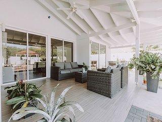 NEW! Villa Marquesa luxury villa safe neighborhood 5 min from beach