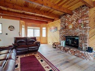 Cozy family home with wraparound deck - close to Snow Summit