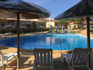 Excelente apt Lucia at Oura Beach 5 min STRIP, WiFi, SwimmingPool