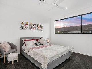 Surfers Paradise Luxury Bedroom +Private Bathroom