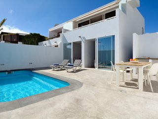 Sleek villa with private pool & sea views, near the beach, shopping, dining!
