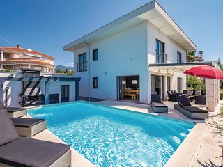 Nice home in Crikvenica w/ Sauna, WiFi and 5 Bedrooms