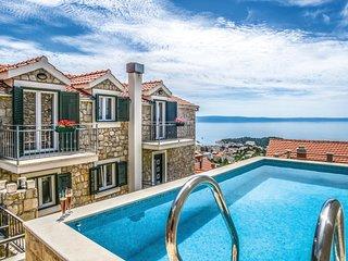 Amazing home in Makarska w/ Jacuzzi, Sauna and WiFi