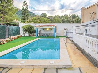 Nice home in Cieza w/ 5 Bedrooms and Outdoor swimming pool