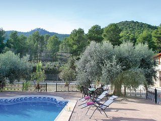 Nice home in Moratalla w/ WiFi, 3 Bedrooms and Outdoor swimming pool