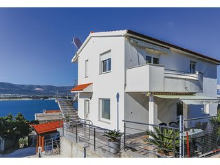 Amazing home in Mastrinka w/ 3 Bedrooms
