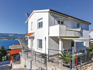 Stunning home in Mastrinka w/ 2 Bedrooms