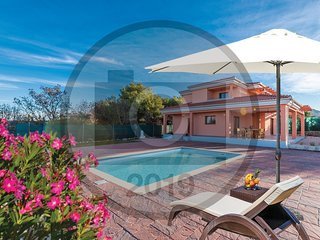 Amazing home in Bilice w/ WiFi, 4 Bedrooms and Outdoor swimming pool