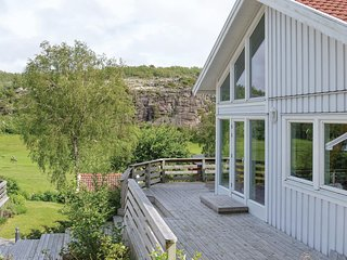 Awesome home in Fjallbacka w/ 2 Bedrooms