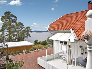 Nice home in Alingsås w/ WiFi and 4 Bedrooms