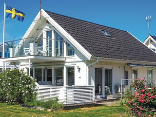 Beautiful home in Klövedal w/ WiFi and 3 Bedrooms (S54183)