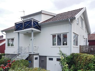 Amazing home in Mollosund w/ 3 Bedrooms