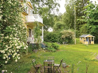 Beautiful home in Motala w/ Sauna and 4 Bedrooms