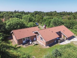 Nice home in Ringkøbing w/ Sauna, WiFi and 5 Bedrooms
