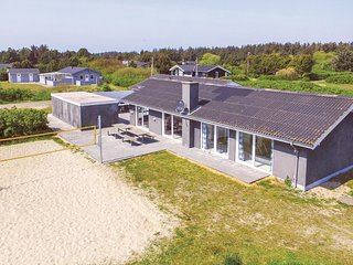 Awesome home in Ringkøbing w/ Sauna, WiFi and 7 Bedrooms