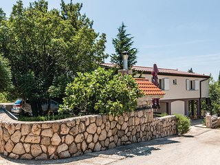 Nice home in Starigrad w/ WiFi and 6 Bedrooms