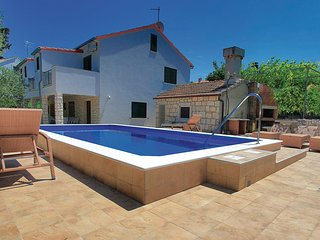 Nice home in Korcula w/ WiFi and 5 Bedrooms