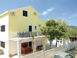 Stunning home in Korcula w/ WiFi and 6 Bedrooms (CDS589)