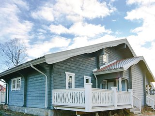 Beautiful home in Sysslebäck w/ Sauna, WiFi and 3 Bedrooms