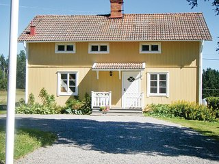 Awesome home in Fjarhundra w/ 3 Bedrooms