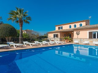 YourHouse Can Marçal - spacious villa with tennis court and pool near Palma