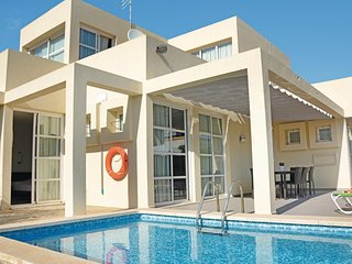 Amazing home in Can Picafort w/ WiFi and 4 Bedrooms