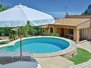 Stunning home in Mancor de la Vall w/ WiFi and 3 Bedrooms