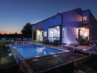 Nice home in Kastel Novi w/ WiFi and 3 Bedrooms (CDT226)
