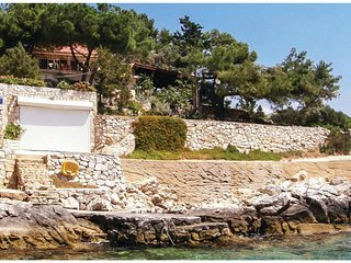 Nice home in Vinisce w/ WiFi and 2 Bedrooms