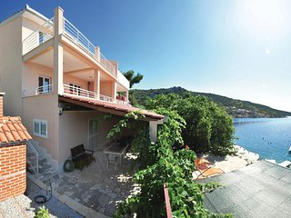 Amazing home in Vinisce w/ WiFi and 2 Bedrooms