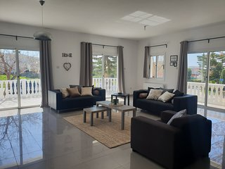 Large 4 bed sleeps 12 all one level villa ideal for disabled and elderly