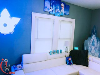 ★Enchanted Frozen ILive Home★-★4min From Downtown★