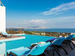 Villa Ekaterina - Luxurious home with Views & Pool