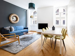 Airy 4BR in Trevi by Sonder