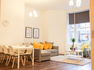 Newly refurbished modern City Centre apartment