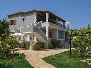 Beautiful home in Sarande w/ 2 Bedrooms