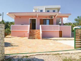 Awesome home in Ksamil w/ 2 Bedrooms