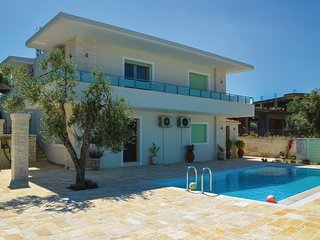 Nice home in Sarande w/ WiFi and 3 Bedrooms