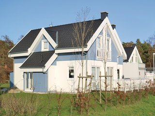 Nice home in Breege/Juliusruh w/ Sauna, WiFi and 2 Bedrooms
