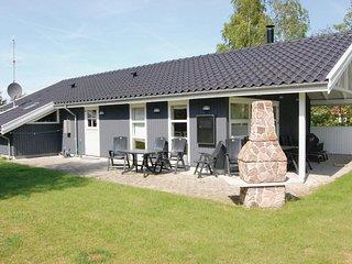 Nice home in Væggerløse w/ Sauna, WiFi and 4 Bedrooms
