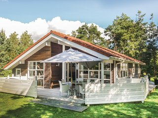 Nice home in Væggerløse w/ Sauna, WiFi and 3 Bedrooms