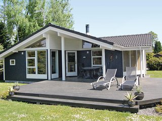 Awesome home in Væggerløse w/ Sauna and 3 Bedrooms