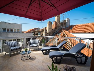 Sirius Luxury Rooms - Terrace with Old Town view