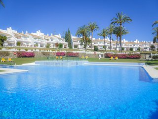 Andalucia Garden Club, Puerto Banus. Wonderful apartment with sunny terraces!