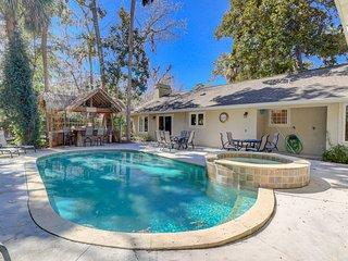 Spacious family home w/ private pool & outdoor bar/kitchen - blocks to beach!