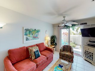 Tropical condo w/ private patio & shared pool - walk to beaches, Duval & more!