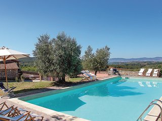 Amazing home in Montegabbione TR w/ WiFi, Outdoor swimming pool and 6 Bedrooms