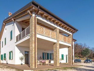 Stunning home in Valnogaredo (PD) w/ WiFi and 3 Bedrooms