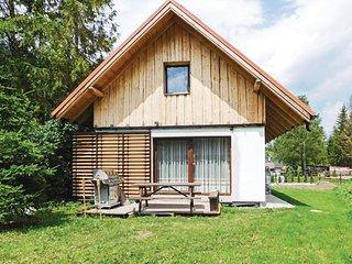 Nice home in Hrabusice w/ WiFi and 2 Bedrooms